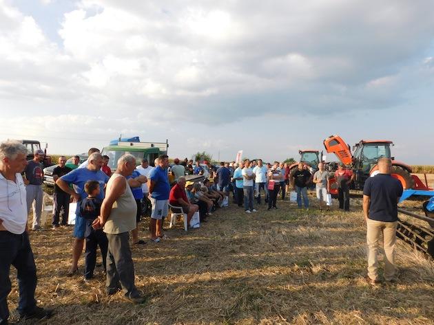 Okupljeni poljoprivrednici na malom SPIT-u u Botošu