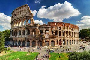 Koloseum je najveći amfiteatar ikad sagrađen. Mogao je da primi 50-80.000 gledalaca. Građen između 70. i 80. godine nove ere.
