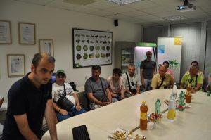 Dobrodošlica članovima naše ekskurzije u rashlađenoj sali za sastanke u kompaniji Ortomad