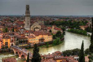 Verona leži na obalama reke Adiđe (Adige)